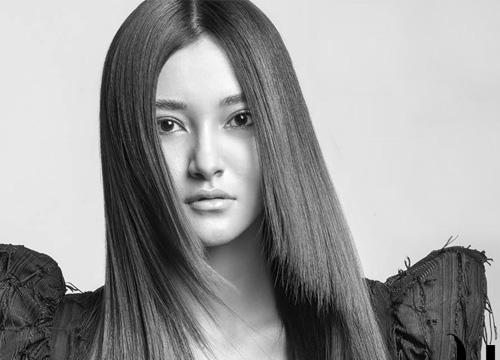 Азиатка с длинными прямыми волосами